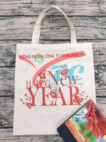 TÚI VẢI BỐ MÀU TRẮNG KEM HAPPY NEW YEAR